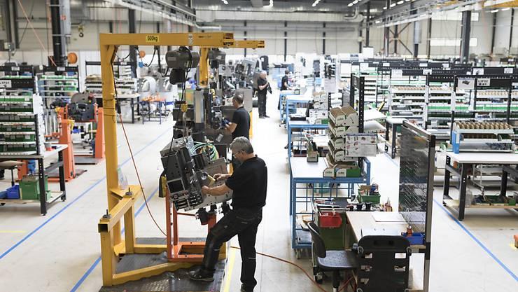 UBS senkt die Prognose für das Schweizer Wirtschaftswachstum 2019 auf +0,7 Prozent. (Archiv)