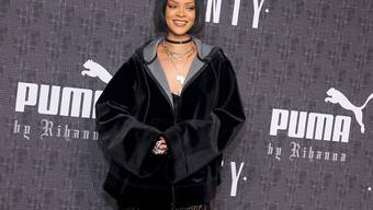 Rihanna in einem eigenen Entwurf vor der Präsentation ihrer ersten Mode-Kollektion.