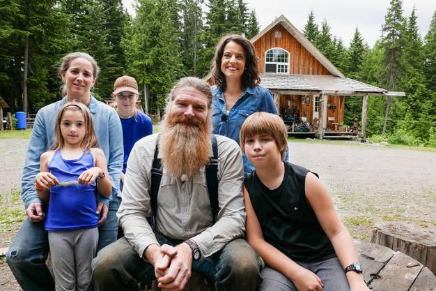 Mona Vetsch besucht die Auswanderer-Familie Schönbächler in Rosswood, Kanada.