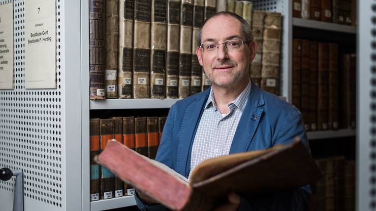 """Christian Rutishauser, Provinzial der Jesuiten in der Schweiz: """"Gerade für diejenigen, die mit dem Gottesdienst nicht mehr viel anfangen können, sondern durch die Vernunft begründen möchten, warum sie Christen sind, ist unsere Bibliothek da."""""""