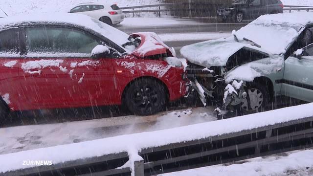 Schnee bringt Verkehr ins Schleudern
