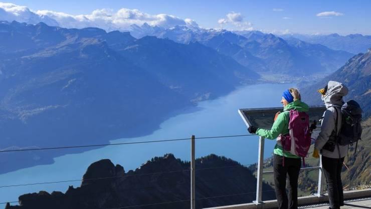 Schweizer über 6 Jahren haben 2018 durchschnittlich 3,2 Mal den Koffer für eine Reise mit Übernachtung gepackt - leicht weniger als im Vorjahr. Dafür machten sie häufiger Tagesausflüge, nämlich 10,6 Mal im Schnitt. (Symbolbild)