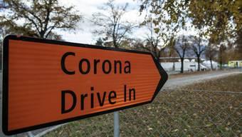 Vielerorts werden jetzt wieder Drive-In-Testcenter eröffnet. Hier das Zentrum in Thun.
