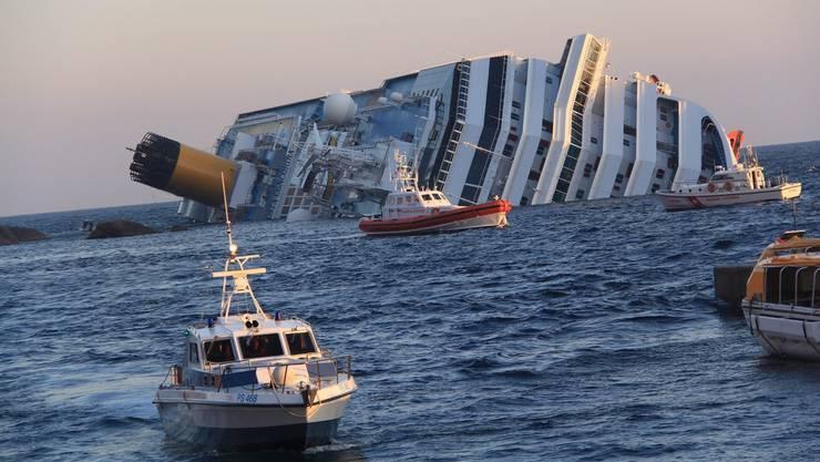 """Vor der toskanischen Küste auf Grund gelaufen: Das Kreuzfahrtschiff """"Costa Concordia"""""""