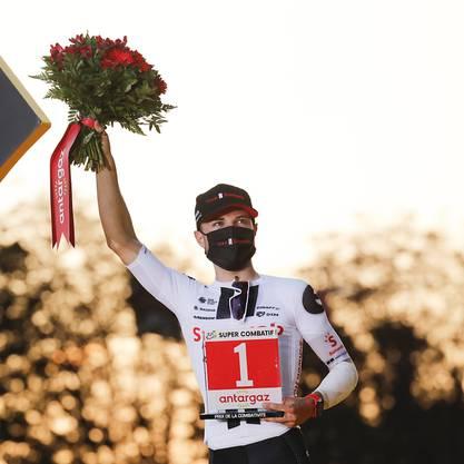 Marc Hirschi bei der Siegerehrung auf den Champs-Elysées in Paris, wo er als kämpferischster Fahrer der diesjährigen Tour de France geehert wurde