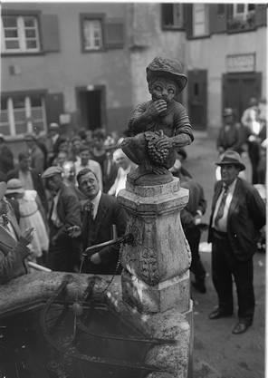 Das Wahrzeichen des Andreasplatzes: der Affenbrunnen.
