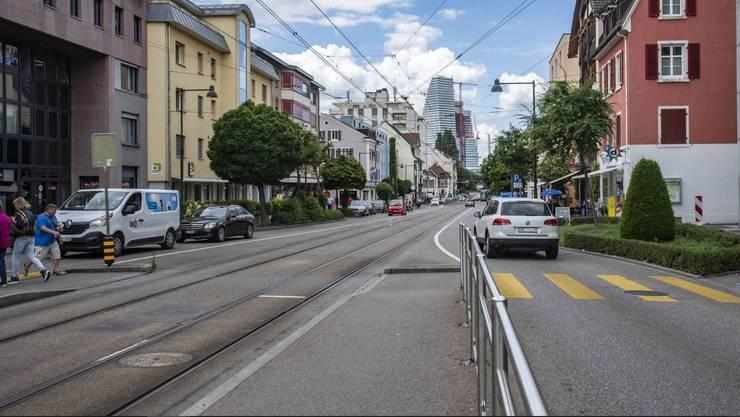 Zustand heute: Stockt der Verkehr auf der Birsfelder Hauptstrasse, kann das Tram vorbeifahren.