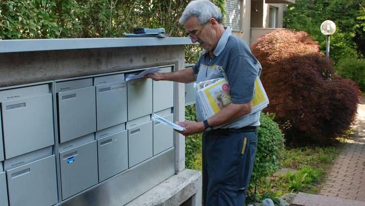Die Post bestimmt selber, um welche Uhrzeit die Briefträger die Briefkästen füllen.