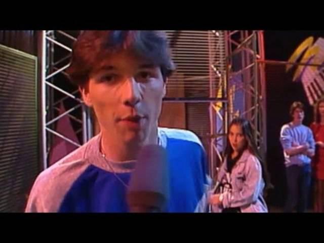 Das langjährige «Kassensturz»-Gesicht Ueli Schmezer begann seine Karriere beim Schweizer Fernsehen als Moderator der Jugendsendung «Here we go!» (22.06.1983).
