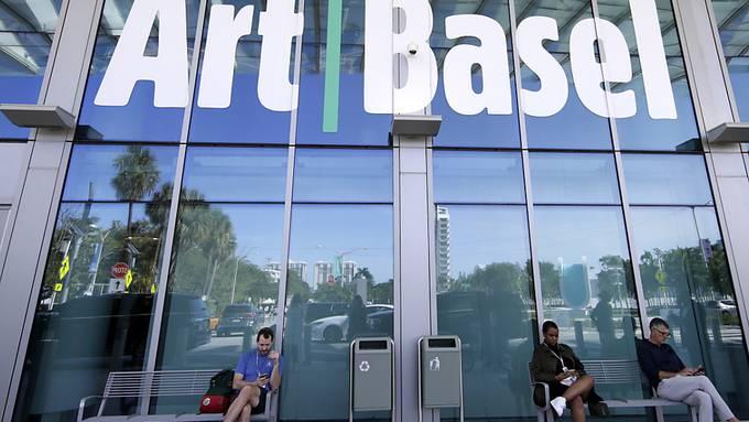 Anders als der Ableger in Miami Beach, die im Dezember 2019 noch stattfinden konnte, musste MCH Group die für September 2020 geplante Kunstmesse Art Basel an ihrem Ursprungsort absagen.