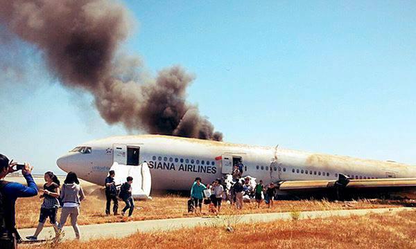 Ein Augenzeugen-Bild eines Passagiers, der sich aus der Maschine in Sicherheit bringen konnte.