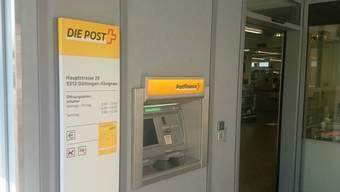 Der Eingang zur Poststelle in Döttingen. Neben dem Eingang befindet sich der Postomat.