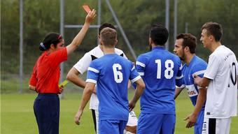 Der Einsatz von Schiedsrichterinnen könnte ein Ansatz sein, um bei heissen Partien mögliche Eskalationen zu vermeiden.