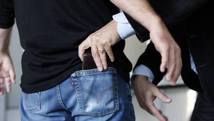 Trickdiebe - In Zofingen häuften sich am vergangenen Dienstag die Meldungen. (Symbolbild)