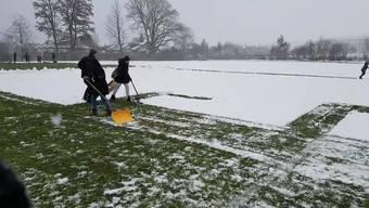 FC Aarau: Fans schaufeln Schnee für die Profis