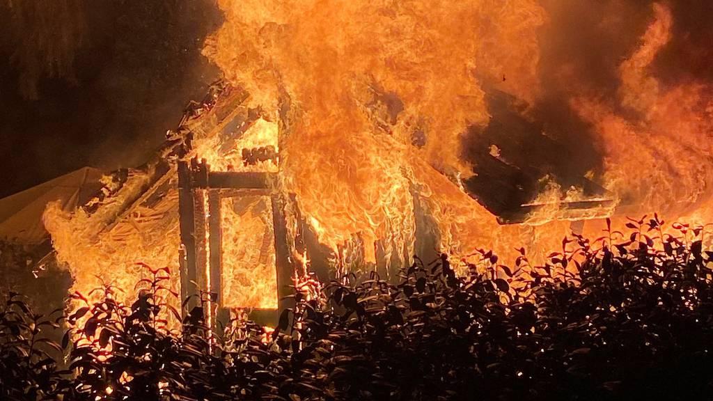 Gartenschopf vollständig niedergebrannt