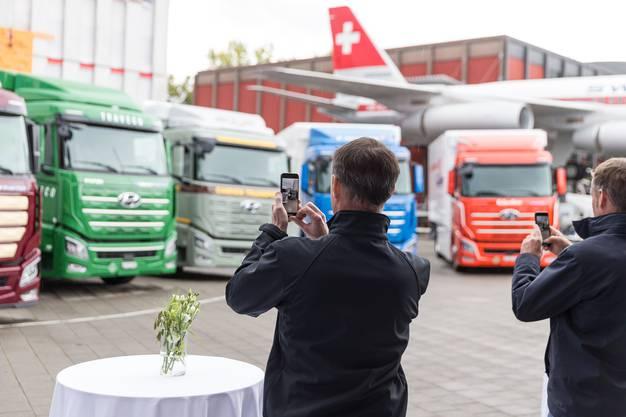 Beim Verkehrshaus Luzern: Die ersten Wasserstoff-Trucks von Hyundai weltweit gingen unter anderem an Migros, Coop und Galliker.
