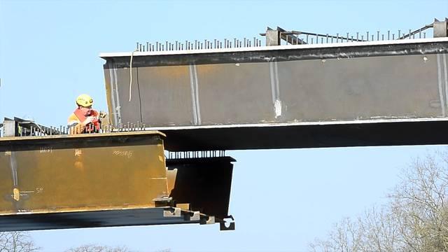 Hier werden 35 Tonnen Stahl versetzt