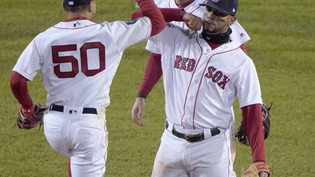 Jubel der Bostoner nach dem 4:2-Heimsieg in Spiel 2 der World Series