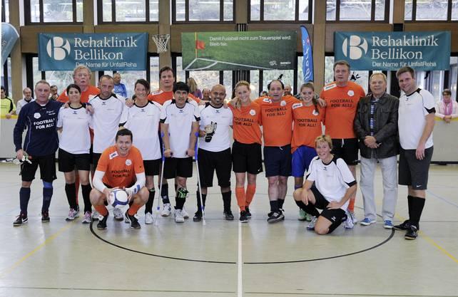 Das Team Reha Bellikon mit dem Promiteam PluSport Team 2000.
