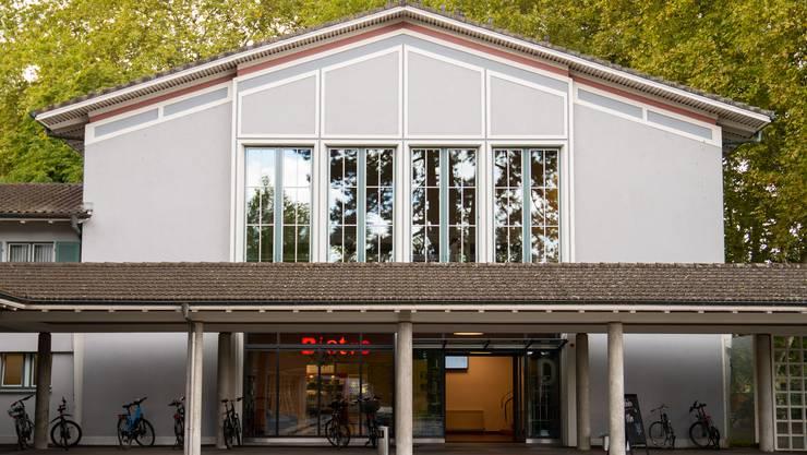 Berufsschul-Aula als Medienzentrum: Hier kann das Geschehen am Sonntag live mitverfolgt werden.
