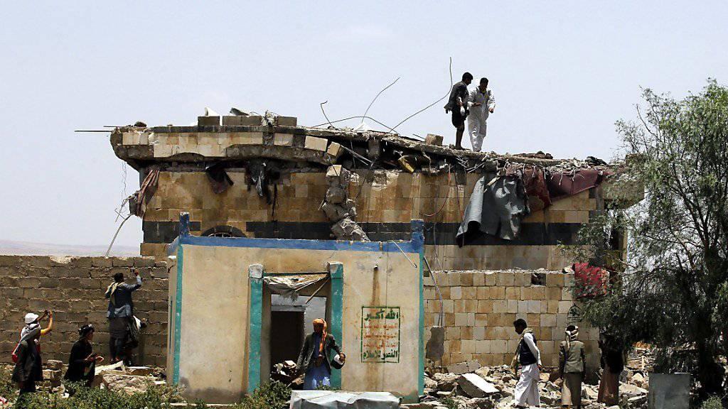 Die Menschenrechtsorganisation Human Rights Watch (HRW) hat der von Saudi-Arabien angeführten Militärkoalition im Zusammenhang mit Luftangriffen im Jemen «Kriegsverbrechen» vorgeworfen. (Bild vom 23. August 2017)