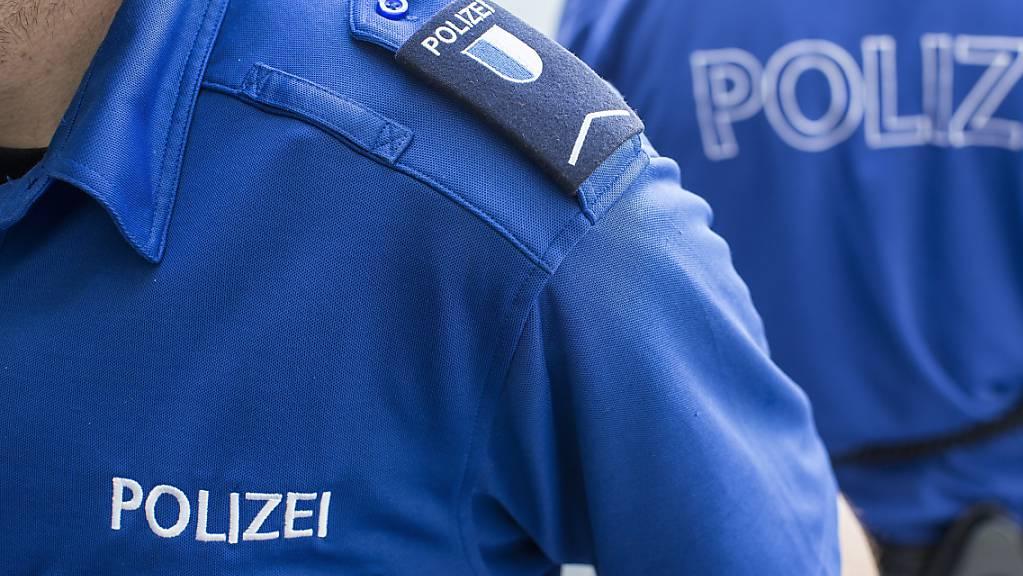 Die Luzerner Polizei sucht nach einem mutmasslichen Täter im Falle eines getöteten Taxifahrers. (Symbolbild)