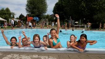 Viel zu selten waren die Badis im Aargau ausgelastet letzte Saison. Im Bild die Badi Walzimatt in Menzikon.