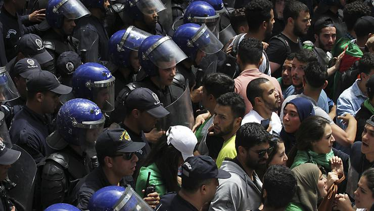 Zum 14. Mal gingen an diesem Freitag die Demonstranten für Proteste gegen die Regierung auf die Strasse. (Archivbild)