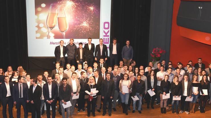 101 Absolventinnen und Absolventen von acht Weiterbildungsgängen der TEKO Olten durften ihre Abschlussdiplome entgegennehmen.