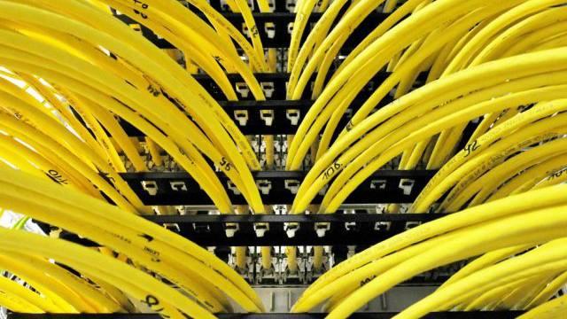 Obama will die Datensammlung einschränken. Im Bild: Computer-Kabel