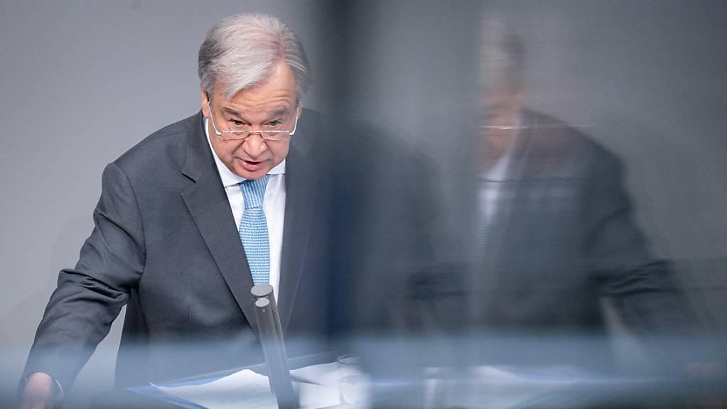 António Guterres, UN-Generalsekretär, hält eine Rede im Deutschen Bundestag anlässlich der Gründung der Vereinten Nationen vor 75 Jahren.