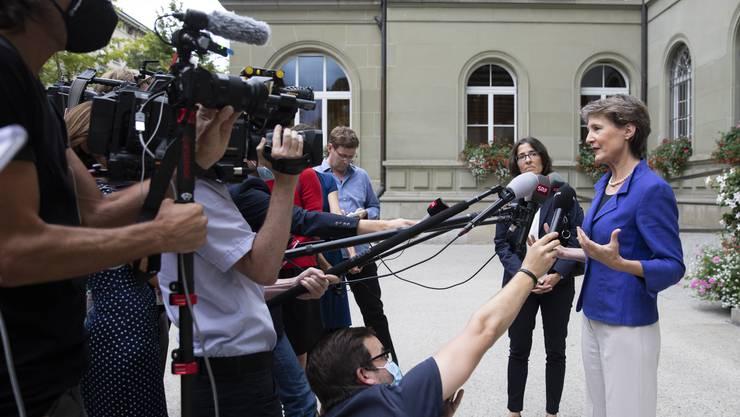 Zehn ausgewählte Jugendliche sollen an einer Medienkonferenz der Bundespräsidentin teilnehmen dürfen.