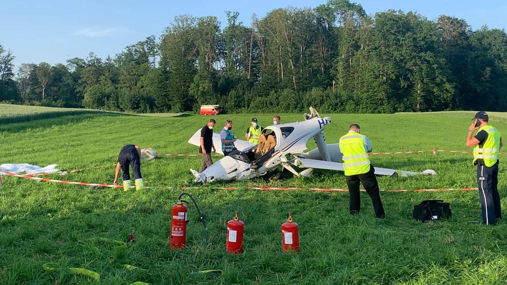 Flugzeug stürzt im Birrfeld ab – eine Person verletzt