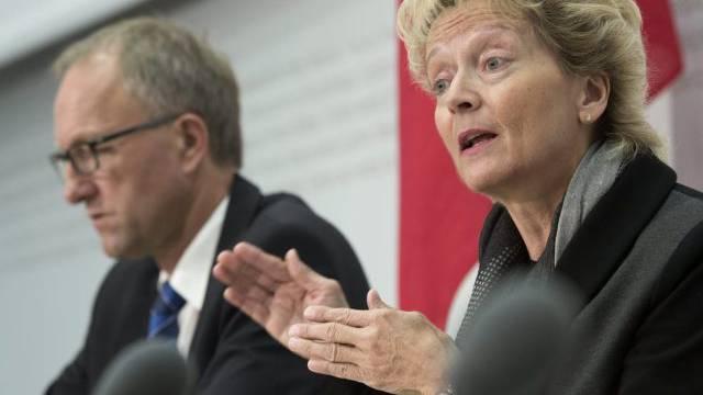 Eveline Widmer-Schlumpf und Peter Hegglin am Dienstag in Bern