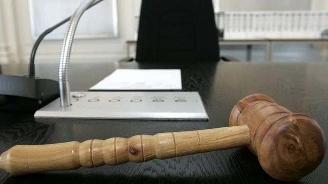 Weil der Angeklagte nicht auftaucht, wurde die Verhandlung verschoben. (Symbolbild)