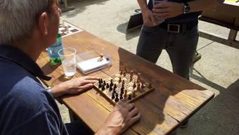 Stadtfest-Besucher spielen gegen Profis Schach