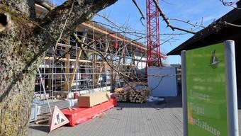 Die neue Gewerbehalle von Murimoos werken und wohnen, die sich im Aufbau befindet, wurde komplett fremdfinanziert und belastet das Unternehmen finanziell langfristig.