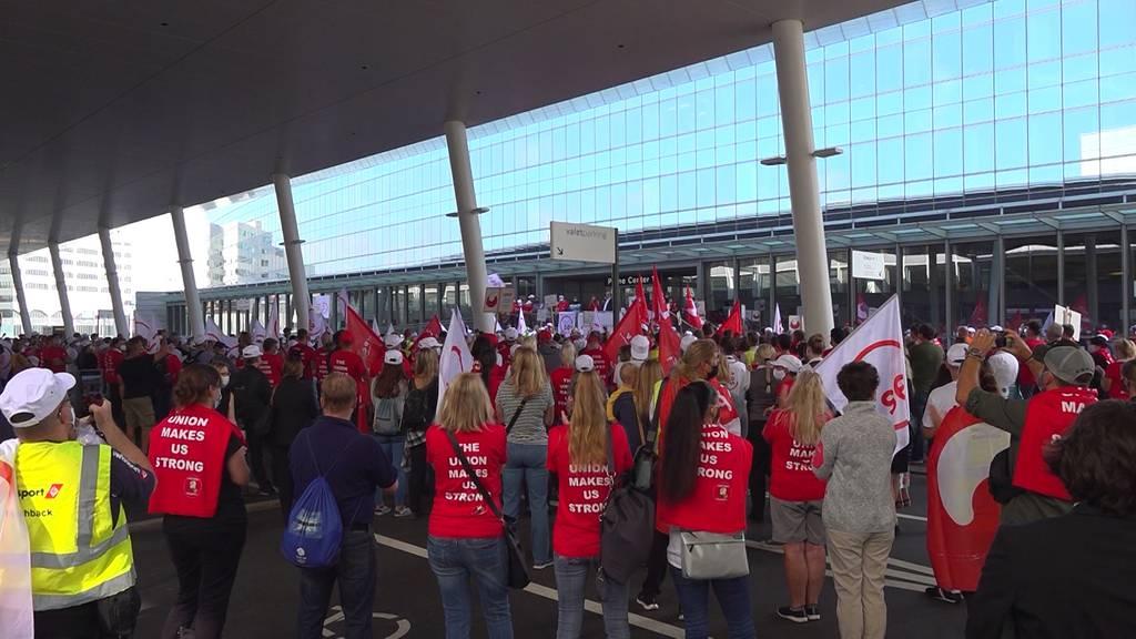 Demonstration am Flughafen Zürich: Angestellte wollen Lohnsenkung verhindern