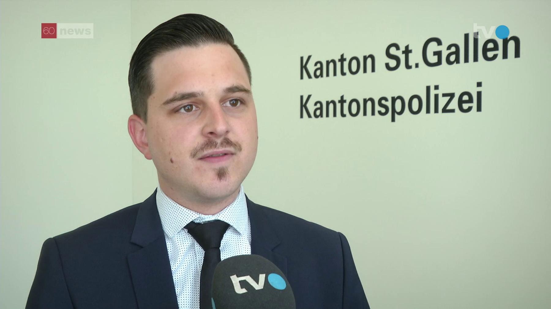 Florian Schneider von der Kantonspolizei St.Gallen verspricht Besserung in der Kommunikation (Bild: TVO/Thomas Bartlome)