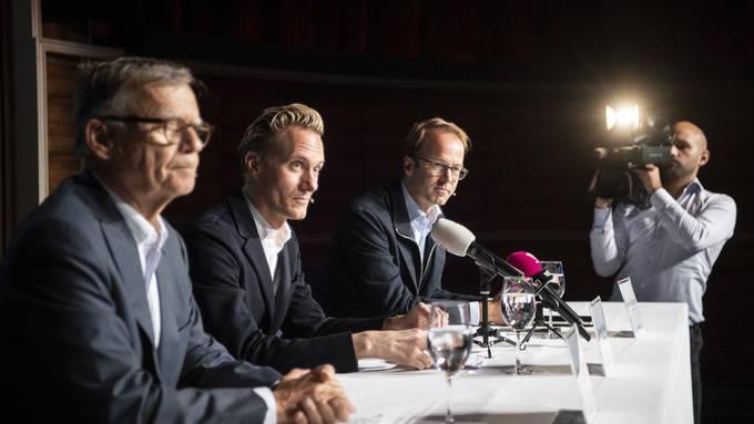 Geben die Übernahme bekannt (von links): Peter Wanner, Verwaltungsratspräsident von CH Media, Dominik Kaiser, CEO der 3 Plus Group, und Axel Wüstmann, CEO von CH Media. Bild: Keystone