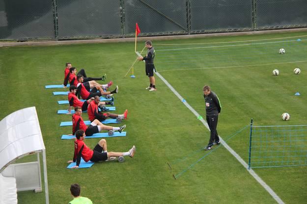Gruppe Schongang: Nach 90 Minuten Einsatz beim Testspiel gegen Hannover gabs für sieben Spieler ein weniger intensives Training