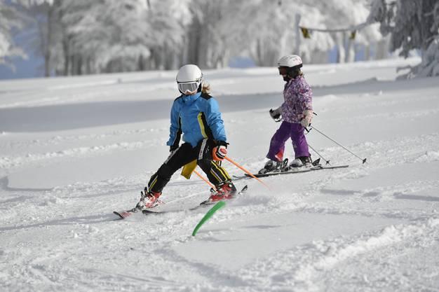Saisonbeginn auf dem Grenchenberg mit wenig Skifahrern und vielen Schlittlern. Im Bild Oliver Menge