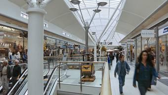 Die Corona-Krise wird Läden, die keine Lebensmittel im Angebot haben, hart treffen. Profitieren kann dagegen laut einer Studie der Credit Suisse der Onlinehandel.(Archivbild)