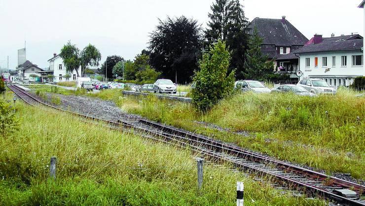 Baugesuch: Die ehemalige Rampe beim Bahnhof Büren soll wegkommen und die Parkfläche neu gestaltet werden. (sl)