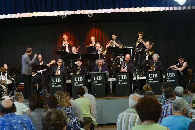 Die 20 Musiker des UIB Jazz Orchestra fesselten das Publikum vom ersten Ton an.