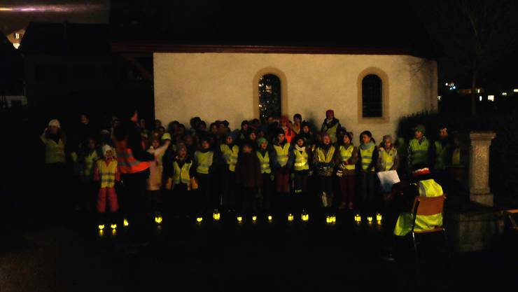 Die Ueker Schüler am Adventssingen