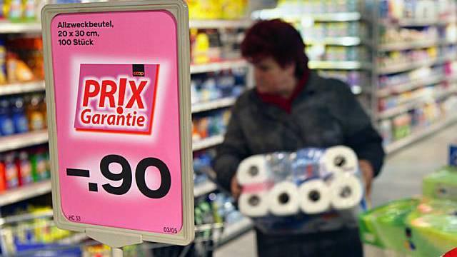 Trotz garantierter Tiefpreise in der Schweiz lohnt sich offenbar der Einkauf im Ausland