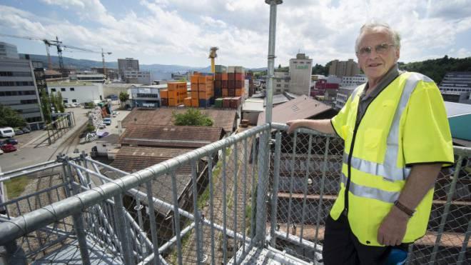 Mario Felix wacht seit 39 Jahren über das Dreispitz-Areal.  Foto: Kenneth Nars