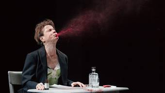 """Das Theater an der Ruhr gastiert mit """"Peer Gynt"""" am 29. November 2018 in Baden."""